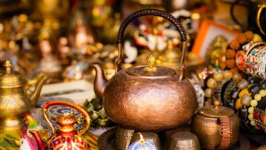 Xinjiang International Grand Bazaar draws numerous visitors during May Day holiday